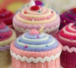 Cupcake_pincushions_bw