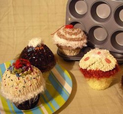 Knitted_cupcakes_darcy