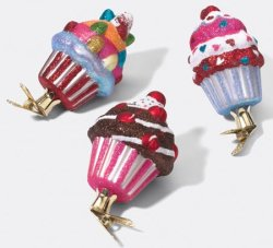 Cupcake_glass_ornaments_3