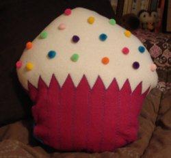 Cupcake_pompom_pillow