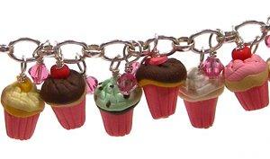Cupcake_charm_bracelet_detail